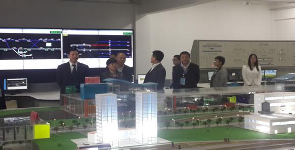 <br>  学院党委书记、院长刘明生陪同评估专家组视察我系城规实训室